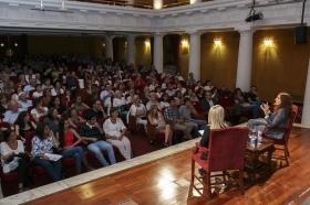"Conferencia de Elvira Lindo en la Fundación Cajasol (3) • <a style=""font-size:0.8em;"" href=""http://www.flickr.com/photos/129072575@N05/21320870889/"" target=""_blank"">View on Flickr</a>"