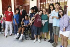 """Visita de la Fundación Cajasol al colegio de Educación Especial de la Macarena (2) • <a style=""""font-size:0.8em;"""" href=""""http://www.flickr.com/photos/129072575@N05/21510789033/"""" target=""""_blank"""">View on Flickr</a>"""