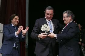 "IV Gala 'Olivo de Plata' en la Fundación Cajasol (6) • <a style=""font-size:0.8em;"" href=""http://www.flickr.com/photos/129072575@N05/16504538326/"" target=""_blank"">View on Flickr</a>"