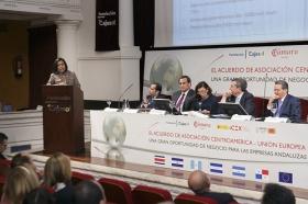"""Jornadas 'El acuerdo de Asociación Centroamérica-UE: una gran oportunidad de negocio para las empresas andaluzas' en la Fundación Cajasol (14) • <a style=""""font-size:0.8em;"""" href=""""http://www.flickr.com/photos/129072575@N05/16490418192/"""" target=""""_blank"""">View on Flickr</a>"""