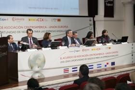 """Jornadas 'El acuerdo de Asociación Centroamérica-UE: una gran oportunidad de negocio para las empresas andaluzas' en la Fundación Cajasol (7) • <a style=""""font-size:0.8em;"""" href=""""http://www.flickr.com/photos/129072575@N05/15871274263/"""" target=""""_blank"""">View on Flickr</a>"""