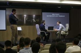 """Conferencia sobre 'Impresionar en tu Primera Entrevista de Trabajo' en la Fundación Cajasol (8) • <a style=""""font-size:0.8em;"""" href=""""http://www.flickr.com/photos/129072575@N05/27630571554/"""" target=""""_blank"""">View on Flickr</a>"""