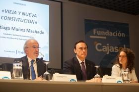 """Conferencia de Santiago Muñoz Machado en la Fundación Cajasol (Córdoba) (7) • <a style=""""font-size:0.8em;"""" href=""""http://www.flickr.com/photos/129072575@N05/26814543760/"""" target=""""_blank"""">View on Flickr</a>"""