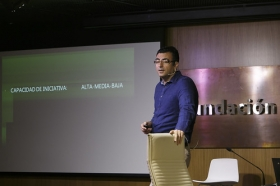 """Conferencia sobre 'Impresionar en tu Primera Entrevista de Trabajo' en la Fundación Cajasol (14) • <a style=""""font-size:0.8em;"""" href=""""http://www.flickr.com/photos/129072575@N05/27630592704/"""" target=""""_blank"""">View on Flickr</a>"""