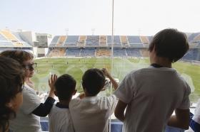 "Tour infantil por el Ramón de Carranza en el Cádiz-Sevilla Atlético (17) • <a style=""font-size:0.8em;"" href=""http://www.flickr.com/photos/129072575@N05/16820669711/"" target=""_blank"">View on Flickr</a>"