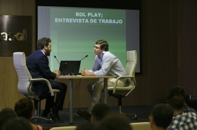 """Conferencia sobre 'Impresionar en tu Primera Entrevista de Trabajo' en la Fundación Cajasol (9) • <a style=""""font-size:0.8em;"""" href=""""http://www.flickr.com/photos/129072575@N05/27965093780/"""" target=""""_blank"""">View on Flickr</a>"""