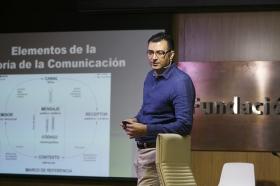 """Conferencia sobre 'Impresionar en tu Primera Entrevista de Trabajo' en la Fundación Cajasol (6) • <a style=""""font-size:0.8em;"""" href=""""http://www.flickr.com/photos/129072575@N05/27630472213/"""" target=""""_blank"""">View on Flickr</a>"""