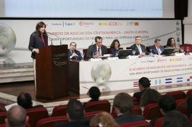 """Jornadas 'El acuerdo de Asociación Centroamérica-UE: una gran oportunidad de negocio para las empresas andaluzas' en la Fundación Cajasol (9) • <a style=""""font-size:0.8em;"""" href=""""http://www.flickr.com/photos/129072575@N05/15871274833/"""" target=""""_blank"""">View on Flickr</a>"""