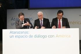 """Presentación de Atarazanas: un espacio de diálogo con América (16) • <a style=""""font-size:0.8em;"""" href=""""http://www.flickr.com/photos/129072575@N05/15873598007/"""" target=""""_blank"""">View on Flickr</a>"""