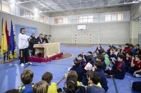 "'Del Cádiz CF al cole' en el Colegio San José (17) • <a style=""font-size:0.8em;"" href=""http://www.flickr.com/photos/129072575@N05/16865193951/"" target=""_blank"">View on Flickr</a>"