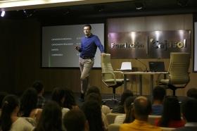 """Conferencia sobre 'Impresionar en tu Primera Entrevista de Trabajo' en la Fundación Cajasol (7) • <a style=""""font-size:0.8em;"""" href=""""http://www.flickr.com/photos/129072575@N05/28168000071/"""" target=""""_blank"""">View on Flickr</a>"""