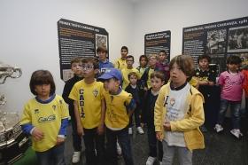 "Tour infantil por el Ramón de Carranza en el Cádiz-Sevilla Atlético • <a style=""font-size:0.8em;"" href=""http://www.flickr.com/photos/129072575@N05/16821737575/"" target=""_blank"">View on Flickr</a>"