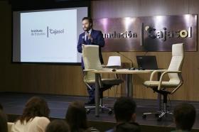 """Conferencia sobre 'Impresionar en tu Primera Entrevista de Trabajo' en la Fundación Cajasol (3) • <a style=""""font-size:0.8em;"""" href=""""http://www.flickr.com/photos/129072575@N05/27965059680/"""" target=""""_blank"""">View on Flickr</a>"""