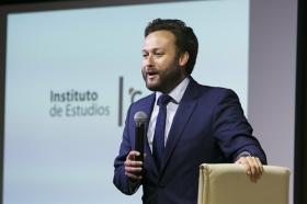 """Conferencia sobre 'Impresionar en tu Primera Entrevista de Trabajo' en la Fundación Cajasol (2) • <a style=""""font-size:0.8em;"""" href=""""http://www.flickr.com/photos/129072575@N05/28141871882/"""" target=""""_blank"""">View on Flickr</a>"""