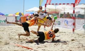 "XXIV Trofeo Carranza de Balonmano Playa (2) • <a style=""font-size:0.8em;"" href=""http://www.flickr.com/photos/129072575@N05/28721284061/"" target=""_blank"">View on Flickr</a>"