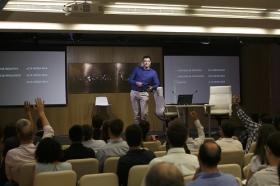 """Conferencia sobre 'Impresionar en tu Primera Entrevista de Trabajo' en la Fundación Cajasol (13) • <a style=""""font-size:0.8em;"""" href=""""http://www.flickr.com/photos/129072575@N05/28212059336/"""" target=""""_blank"""">View on Flickr</a>"""