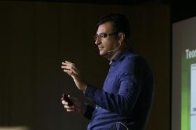 """Conferencia sobre 'Impresionar en tu Primera Entrevista de Trabajo' en la Fundación Cajasol (5) • <a style=""""font-size:0.8em;"""" href=""""http://www.flickr.com/photos/129072575@N05/28246019015/"""" target=""""_blank"""">View on Flickr</a>"""
