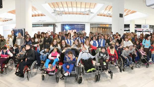 Visita el Belén Solidario realizado por jóvenes del CEE San Pelayo en el Centro Comercial Los Arcos hasta el 5 de enero