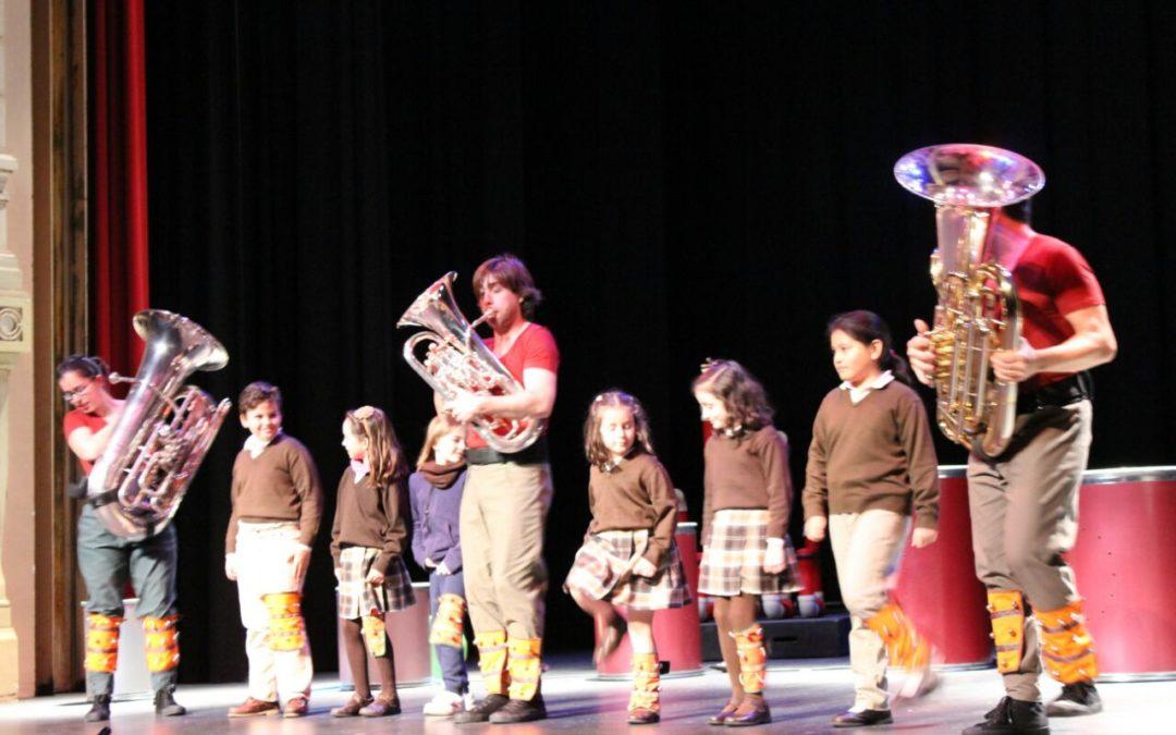 Más de mil escolares onubenses disfrutan y aprenden con el concierto de tubos y tubas