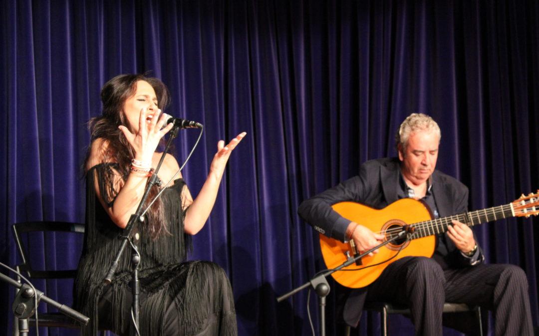 'De Oriente y Occidente' permite a los aficionados al flamenco disfrutar del arte y las voces de Regina y Sonia Miranda