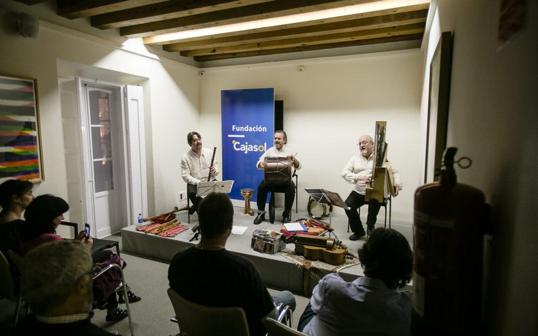 La personal filosofía de 'Artefactum' y su música medieval encandilan al público en las sedes de la Fundación Cajasol en Cádiz y Córdoba