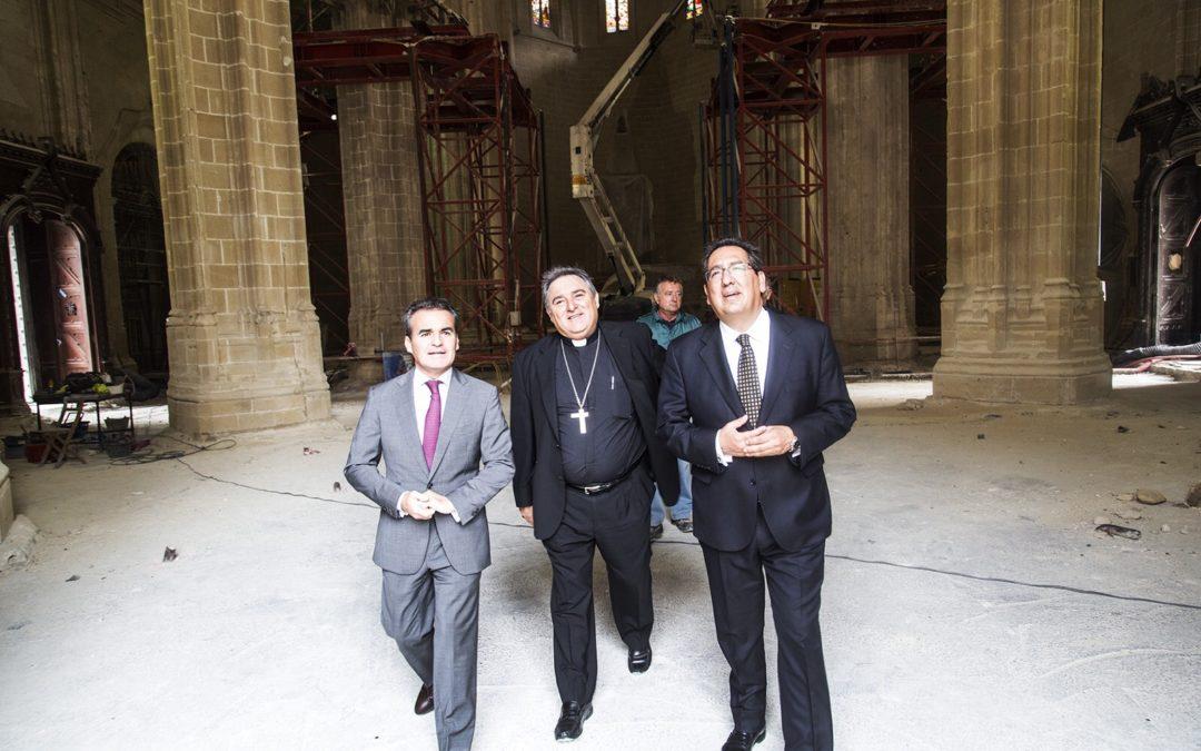 Fundación Cajasol y Obra Social 'la Caixa' renuevan su acuerdo con la Iglesia de Santiago del Real y del Refugio de Jerez