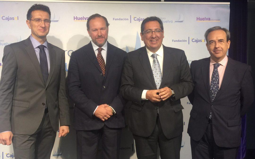 Antonio Pulido asiste al Foro Huelva con ponencia de José Luis García, presidente de la FOE