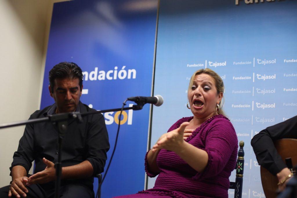 Remedios Reyes, durante su actuación en los Viernes Flamencos desde la Fundación Cajasol (Cádiz)