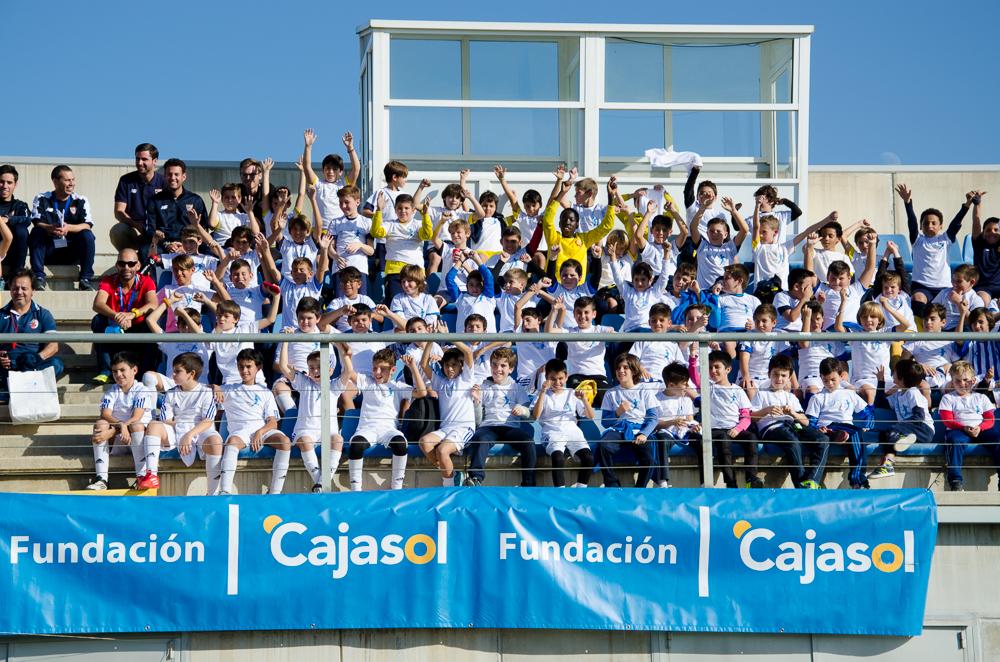 Fiesta del fútbol de escuelas en el IV Mundialito de la Fundación Cajasol