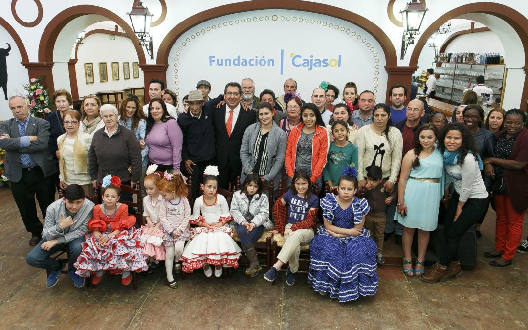 La Fundación Cajasol inaugura la Feria de Abril 2016 ofreciendo su tradicional almuerzo solidario a entidades sociales