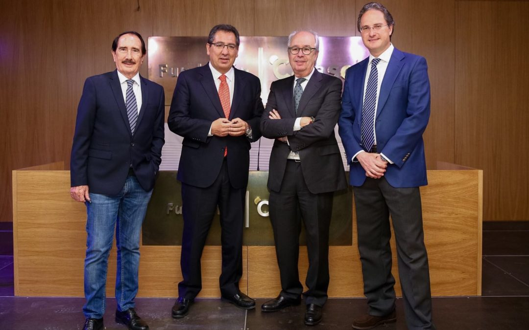 Presentación de 'Paraísos del Toro', de José Luis Benlloch, en la Fundación Cajasol
