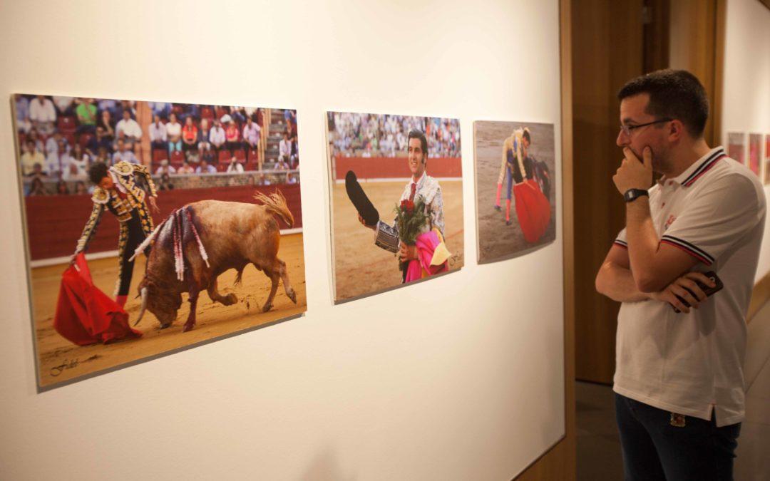 Fidel Arroyo lleva su muestra fotográfica taurina a la sede de la Fundación Cajasol en Córdoba