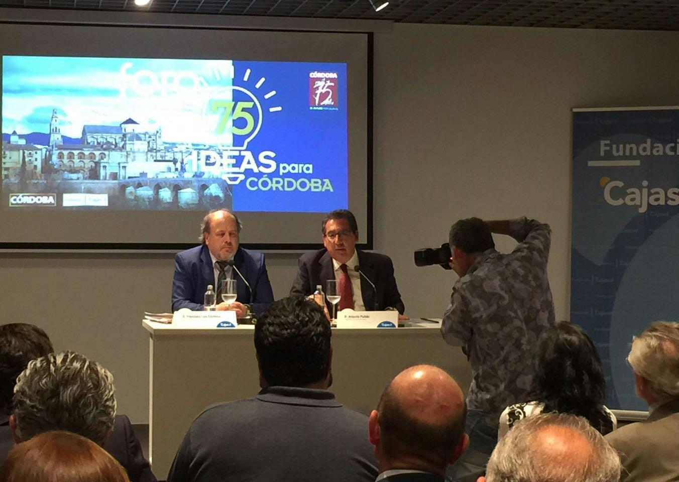 La sede de la Fundación Cajasol se llenó para escuchar los detalles del Foro '75 ideas para Córdoba'