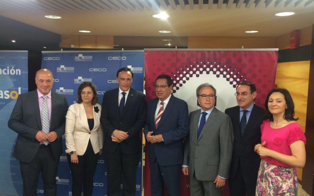 La Fundación Cajasol muestra su 'Compromiso por Córdoba' en el Foro Empresarial organizado por la CECO