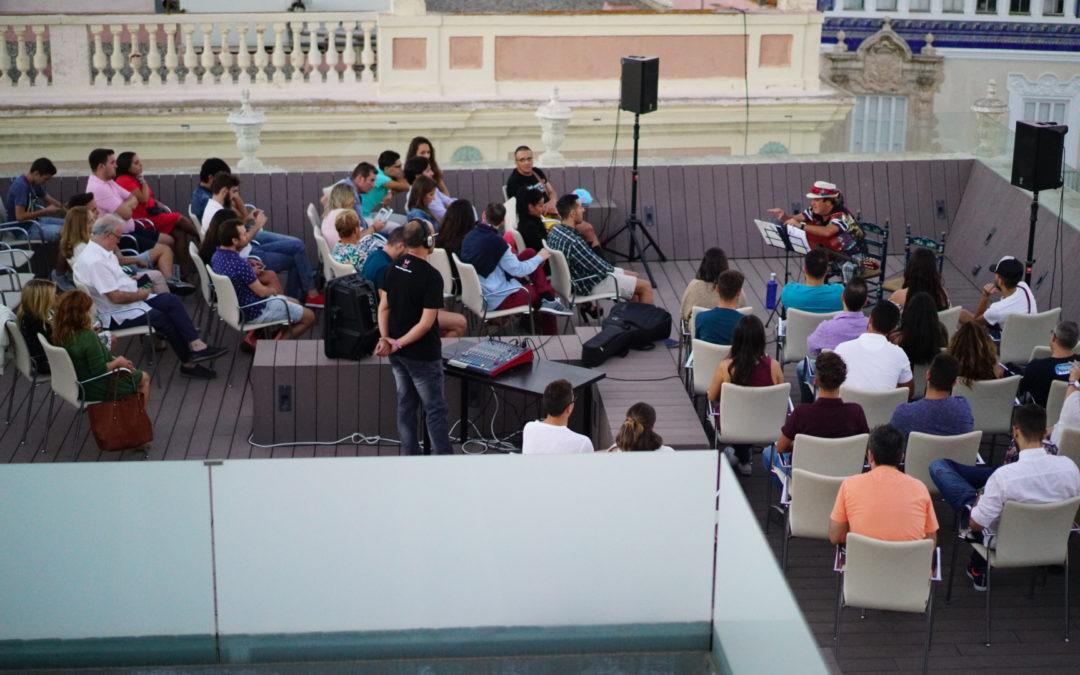 Encuentro con Juan Carlos Aragón en la Fundación Cajasol dentro de Carnavalea