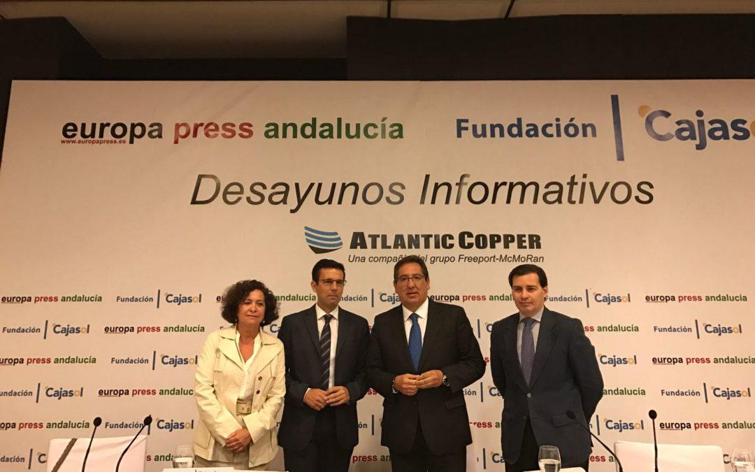 Antonio Pulido asiste al Desayuno Informativo de Europa Press con Francisco Cuenca, alcalde de Granada