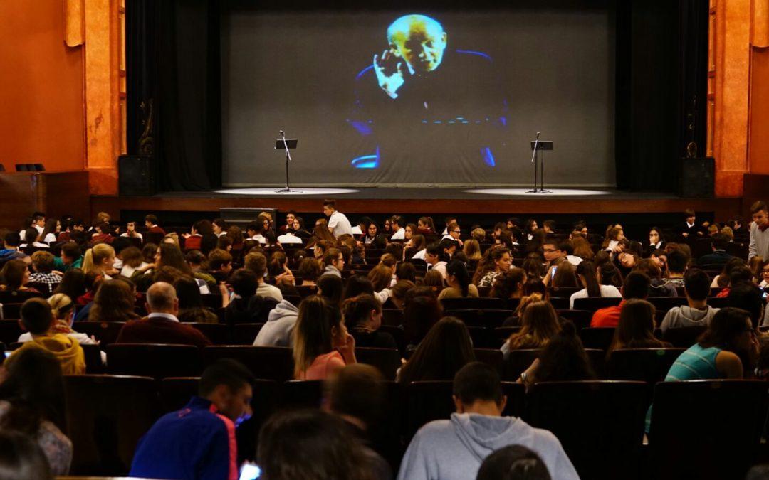 Más de mil estudiantes de Jerez disfruta de la poesía del Siglo de Oro en el Teatro Villamarta