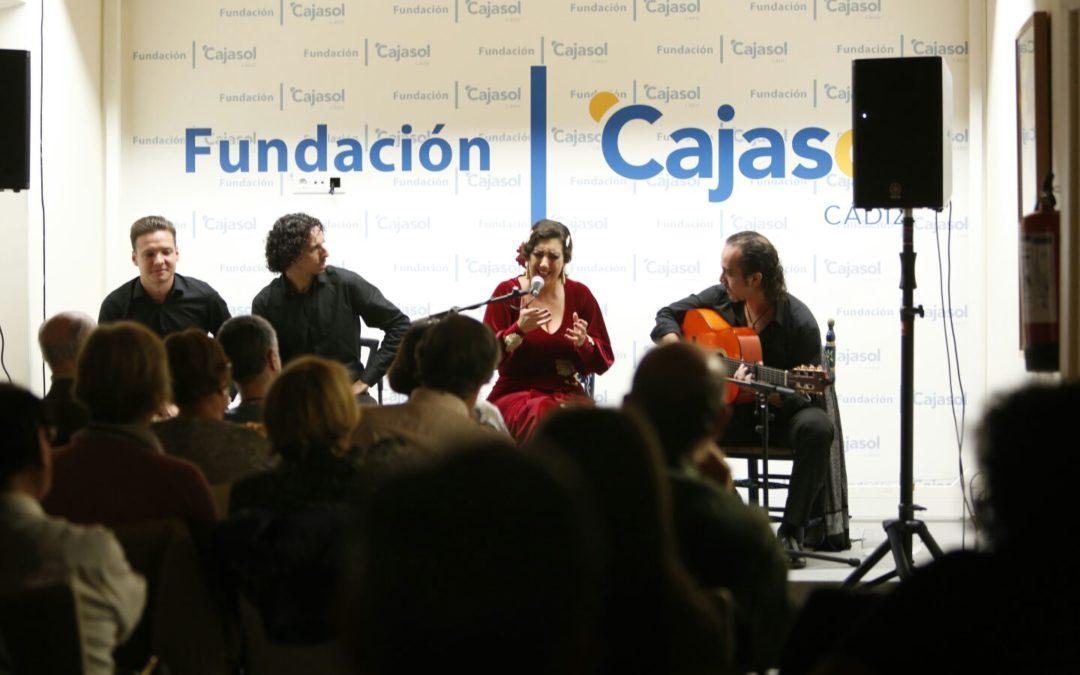 La increíble técnica vocal de Sara Salado deslumbra en el arranque de los Jueves Flamencos en Cádiz
