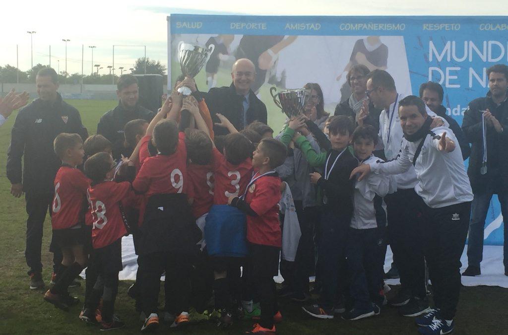 Gran fiesta del fútbol base con el V Mundialito de Navidad de la Fundación Cajasol celebrado en Huelva