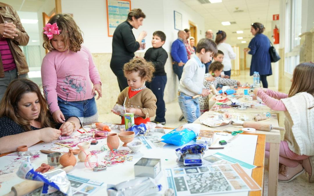 La Fundación Cajasol imparte un taller especial de cerámica en el Hospital General Santa María de El Puerto