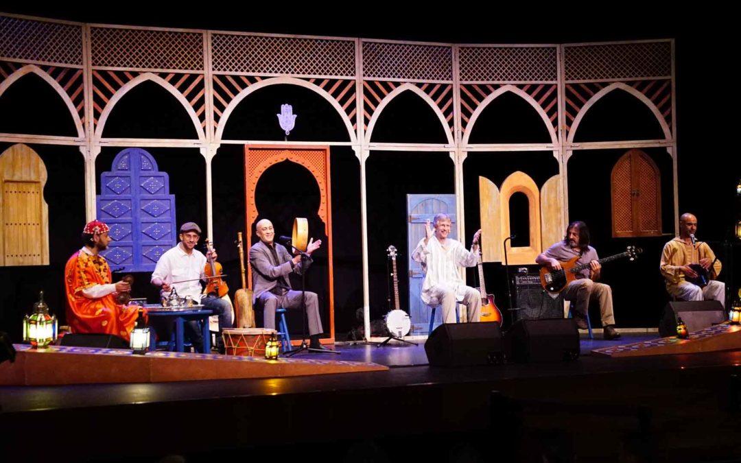 Escolares gaditanos descubren la riqueza sonora del Magreb en el espectáculo musical 'Un té a la menta'