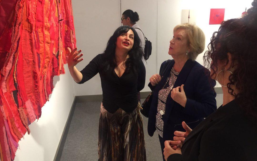 Natalie Rocha expone el universo de 'Entretelas' en la sala Plus Ultra de la Fundación Cajasol en Huelva hasta el 12 de mayo