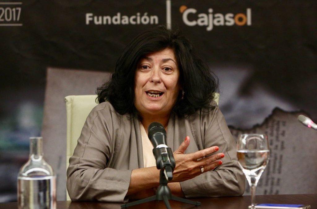 Almudena Grandes pone el broche de oro al primer ciclo de 'Letras en Sevilla' en la Fundación Cajasol