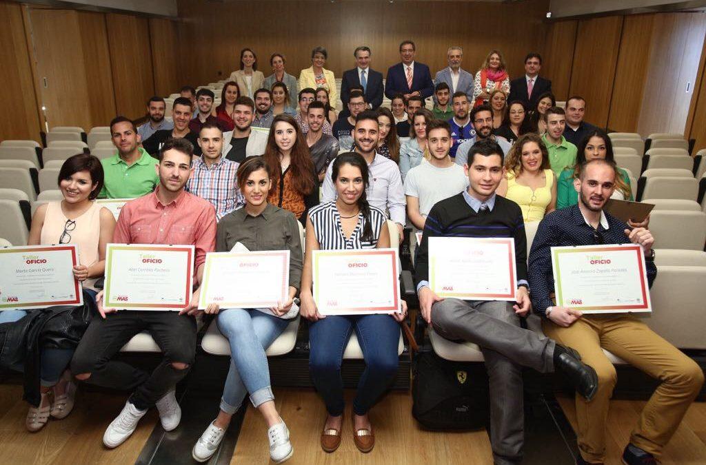 Entrega de las becas taller de oficio 2017 de la Fundación MAS en la Fundación Cajasol