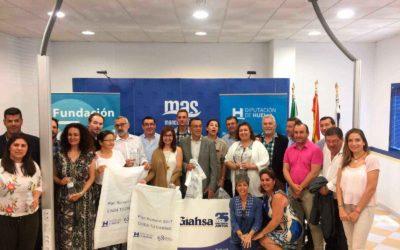 Las hermandades del Rocío reciben 30.000 botellas de agua de manos de Giahsa y Fundación Cajasol