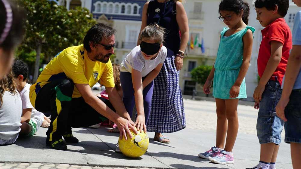 Escolares del colegio San Rafael, protagonistas del 'Encuentro con el equipo de Fútbol Ciegos Cádiz'