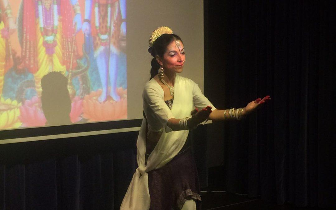 Dhamar presenta su nuevo espectáculo de danza hindú en la sede de la Fundación Cajasol en Huelva