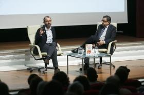 "Aula Cultura ABC de Sevilla: Rafael Santandreu (8) • <a style=""font-size:0.8em;"" href=""http://www.flickr.com/photos/129072575@N05/31637777265/"" target=""_blank"">View on Flickr</a>"
