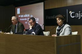 """Jornadas '100 años de vivienda pública en Sevilla' desde la Fundación Cajasol (6) • <a style=""""font-size:0.8em;"""" href=""""http://www.flickr.com/photos/129072575@N05/27513391918/"""" target=""""_blank"""">View on Flickr</a>"""