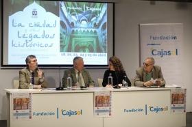 """Presentación del curso 'La Córdoba Islámica' en la Fundación Cajasol (3) • <a style=""""font-size:0.8em;"""" href=""""http://www.flickr.com/photos/129072575@N05/27536892308/"""" target=""""_blank"""">View on Flickr</a>"""